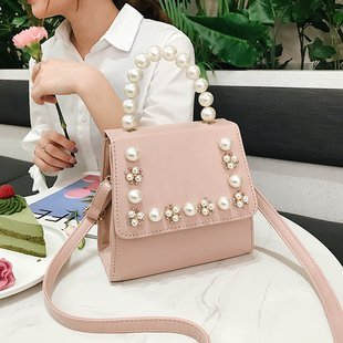 Perl decorates PU handbags